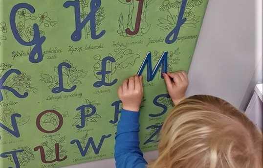 Nauka pisania i czytania – zabawy w przedszkolu i w domu